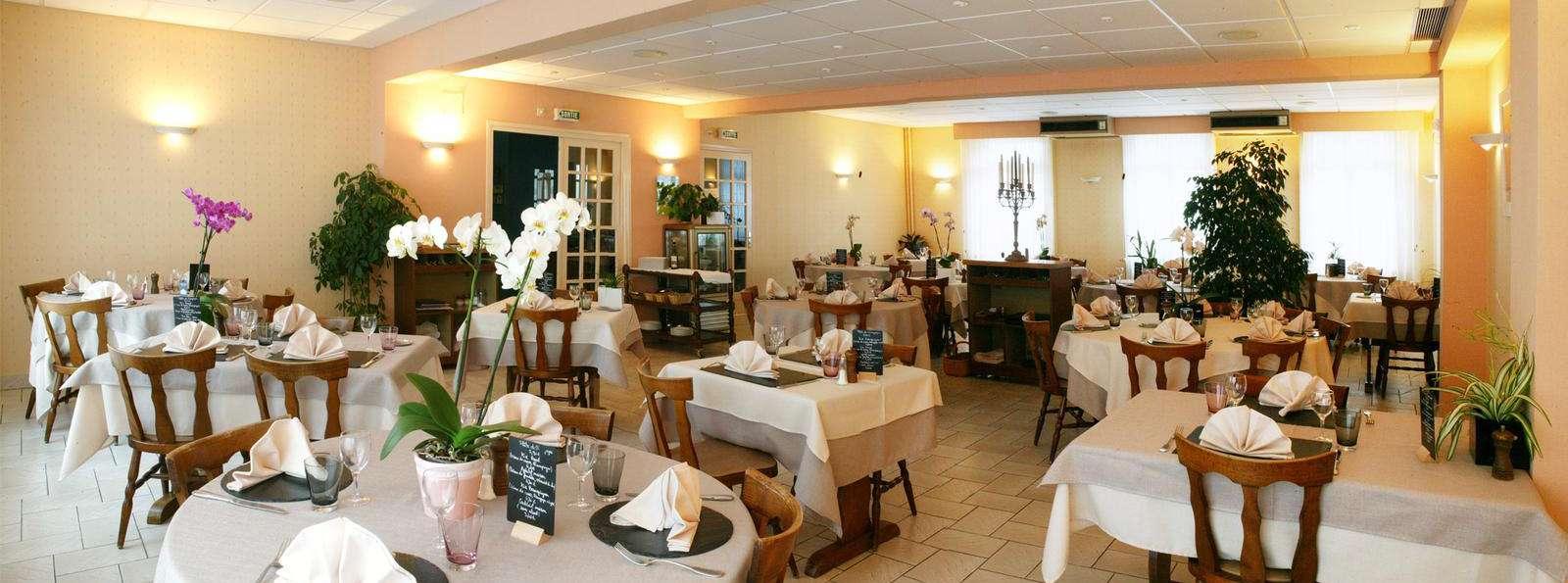 360286_1600_595_FSImage_1_Des_voyageurs_Tarnac_restaurant.jpg