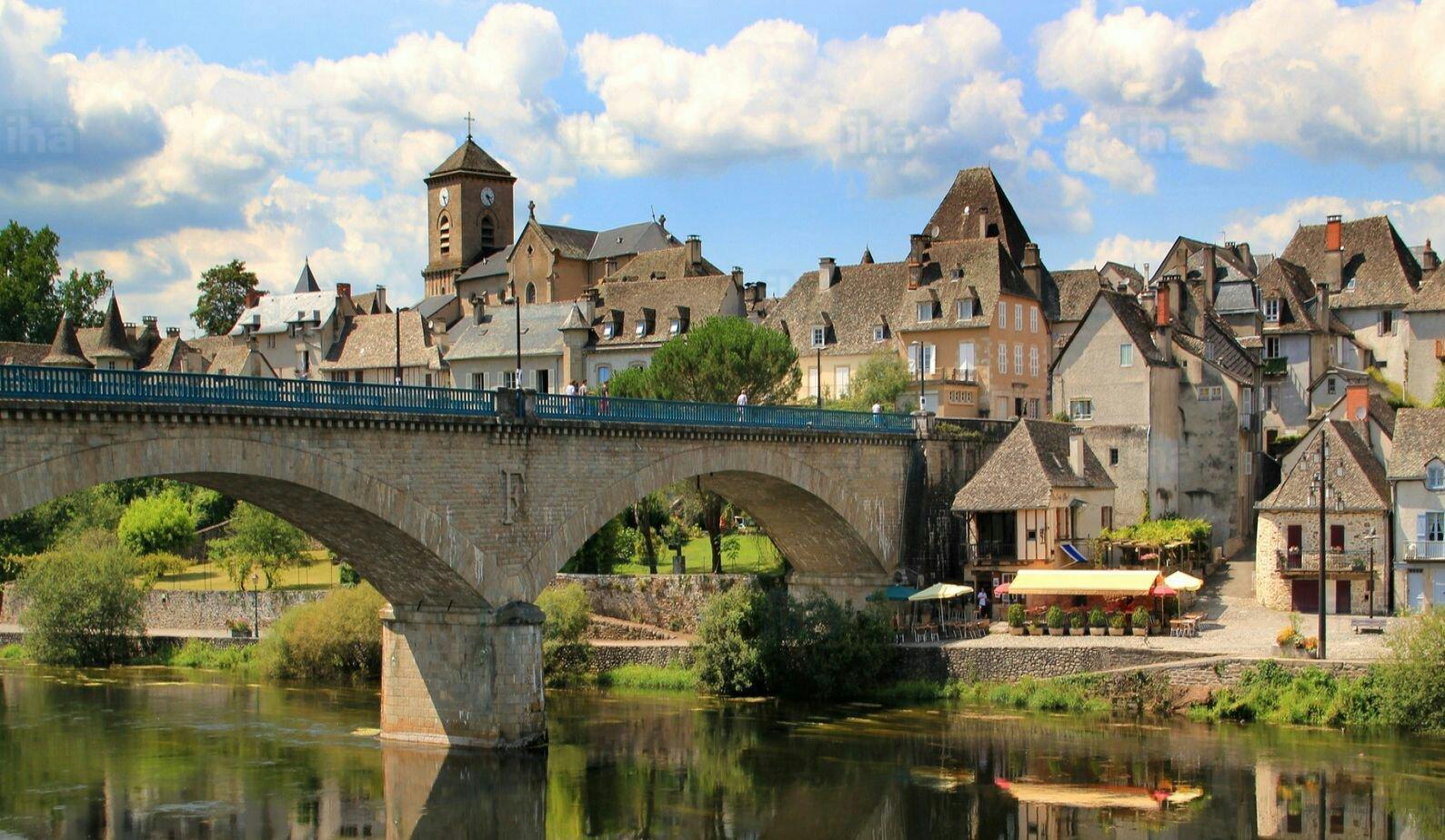 Correze-Canoe-sur-la-dordogne-a-argentat_kindlephoto-213699613.jpg