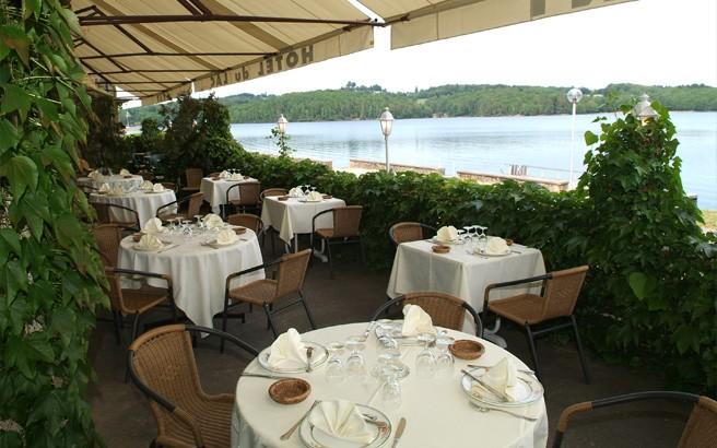 hotel-du-lac-neuvic-terrasse.jpg