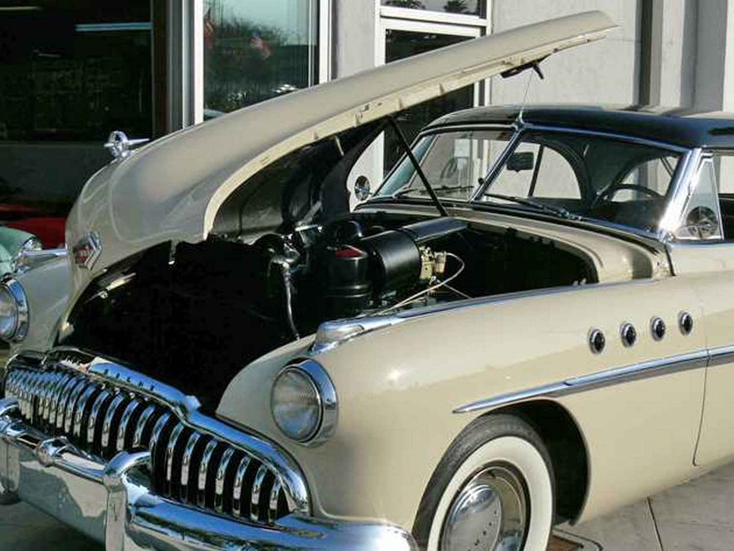 1949-buick-roadmaster-hood-raised.jpg