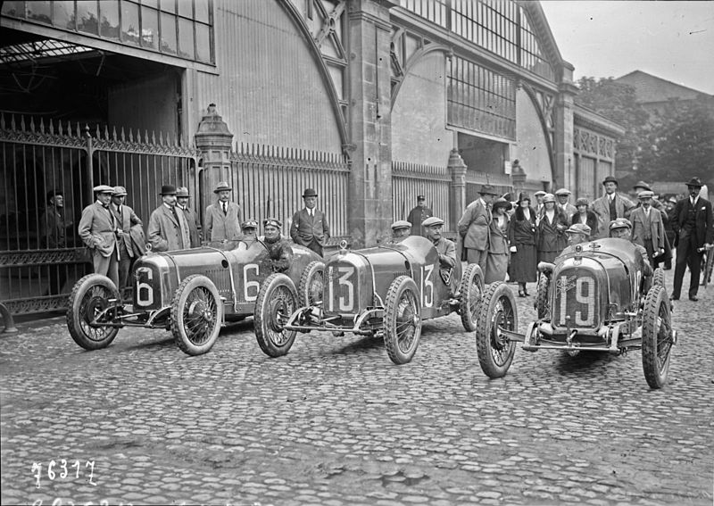 Team_Rolland-Pilain_at_the_1922_French_Grand_Prix.jpg